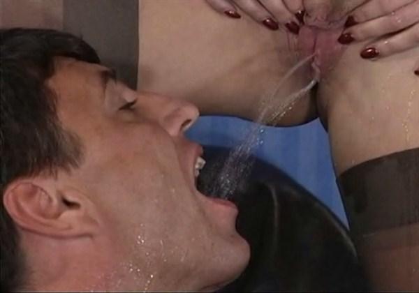 Порно когда дама начальница именно кончает в рот мужщине