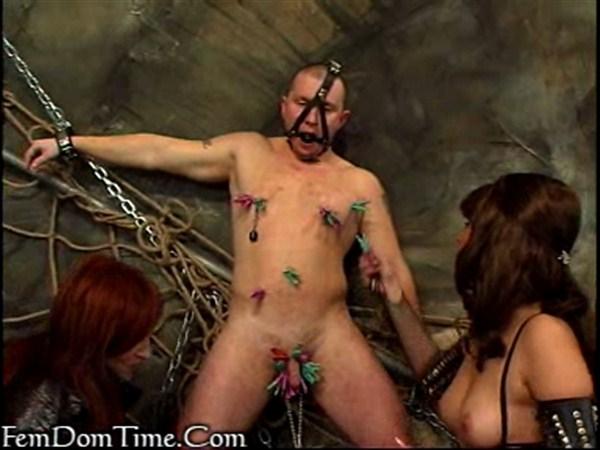 В секс порно у парень девушки рабстве