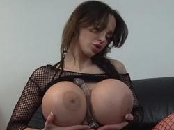 Amy Anderssen's boobs