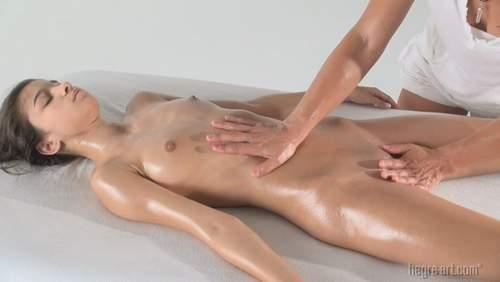 nika-eroticheskiy-massazh