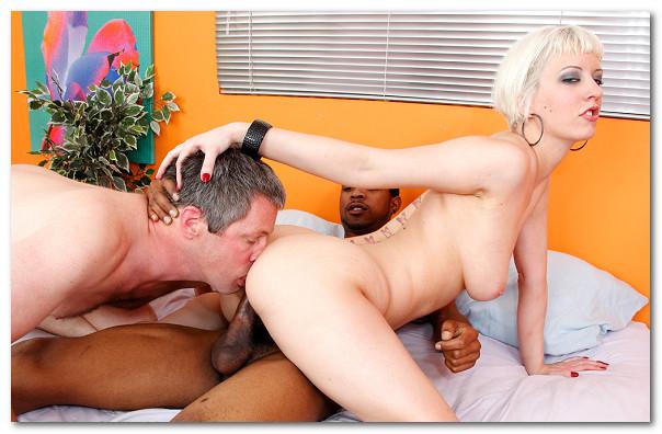 Cuming on her ass