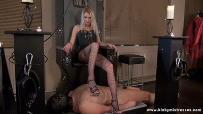 Kinky Mistresses - Feel My Ass And The Wax Lady Natalie Black