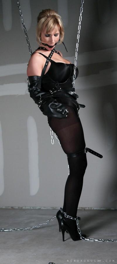 Bondage eve gallery ellis in leather