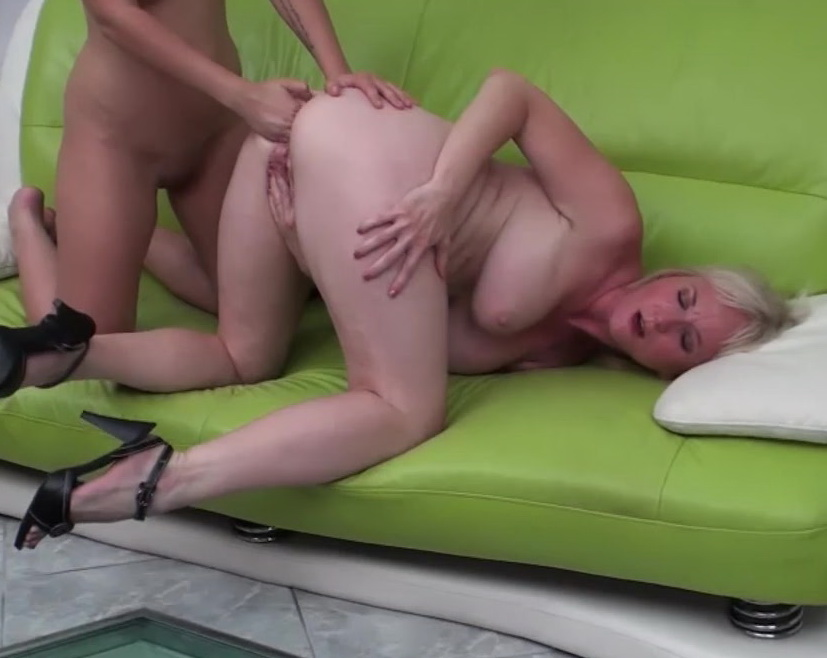 Shemale Anal Blonde Oral