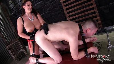 Sexy naked girl grand on her boyfriend